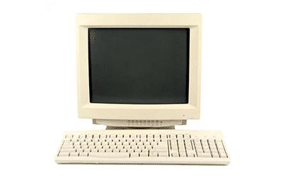 Alter Computer mit Röhren Monitor