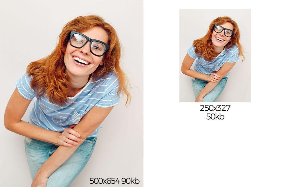 Rothaarige junge Frau mit schwarzer Brille
